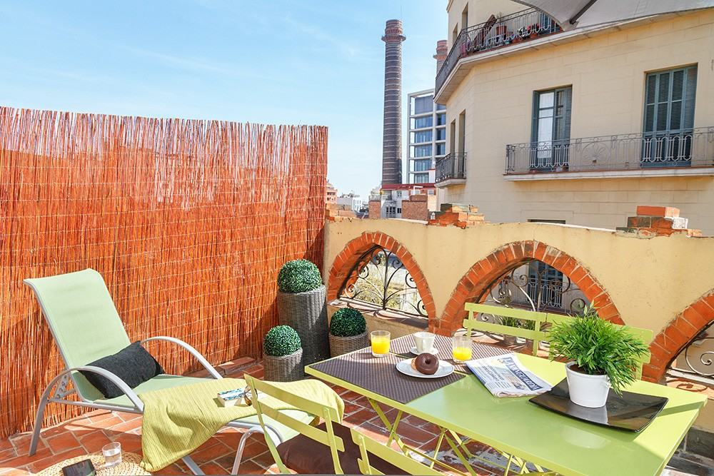 Terrace of Feelathome Center Apartments Barcelona