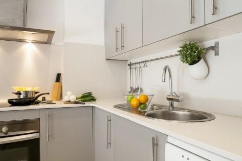 http://www.feelathomeapartments.com/Mozart 33 Apartment