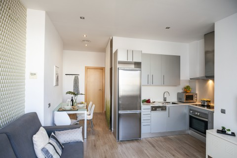 http://www.feelathomeapartments.com/Mozart 42 Apartment