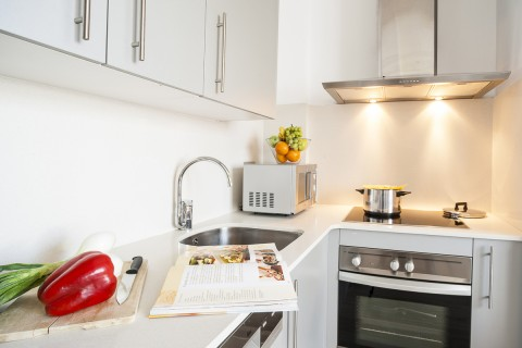 http://www.feelathomeapartments.com/Mozart 41 Apartment