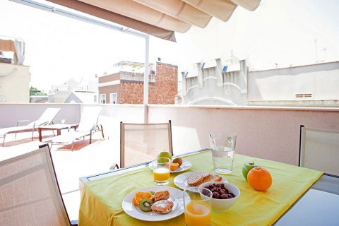https://www.feelathomeapartments.com/Poblenou Beach 14 Apartment