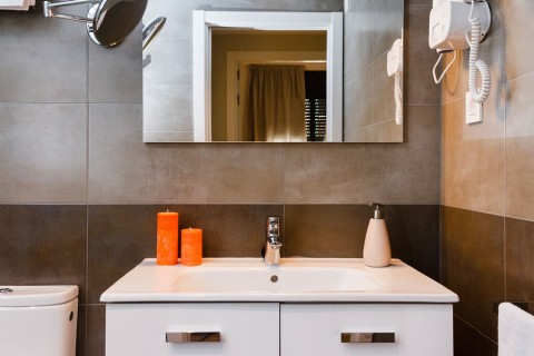http://www.feelathomeapartments.com/Plaza 24 Apartment