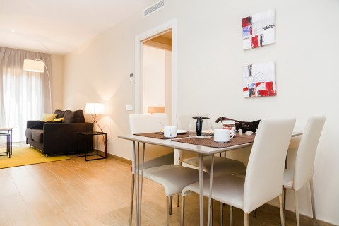 http://www.feelathomeapartments.com/Plaza 17 Apartment