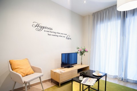 http://www.feelathomeapartments.com/Plaza 11 Apartment