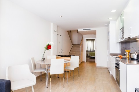 http://www.feelathomeapartments.com/Plaza B1 Apartment
